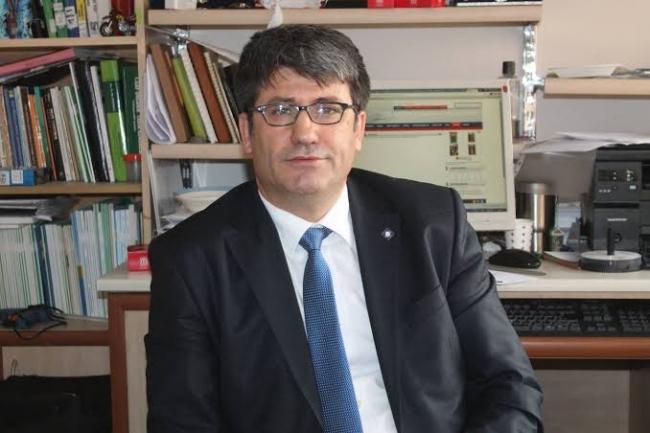 Ankara Üniversitesi Ziraat Fakültesi Bitki Koruma Bölümü Profesörü Cem Özkan