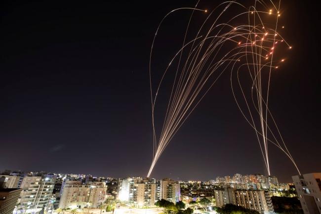 İsrail'in 'Demir Kubbe' sistemi son derece yüksek bir başarı oranına sahip. Ancak çok sayıda atışın ardından 'satürasyon' denilen zaafı nedeniyle roketleri engellemede sorun yaşıyor.
