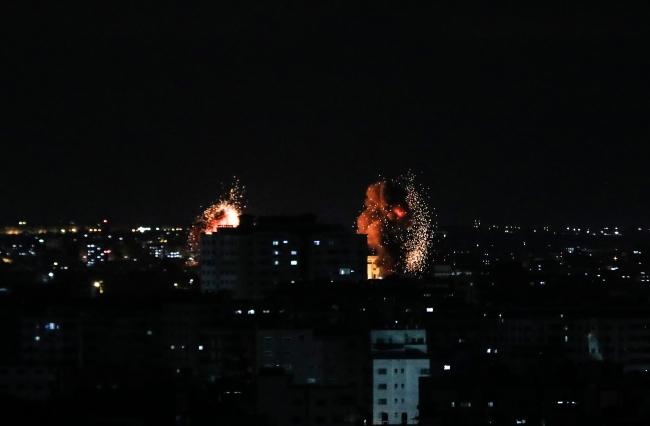 İsrail, Gazze'ye saldırılarını sürdürüyor