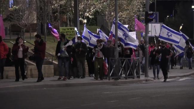 İsrail'de binlerce kişi Netanyahu'yu protesto etti