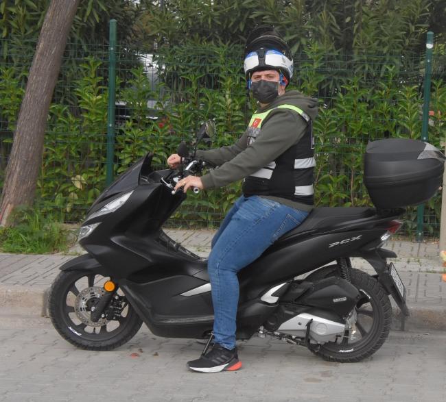 İzmir'de motorlu kuryelerden site yasağına tepki