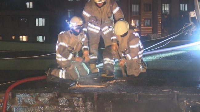 Kağıthane'de 4 katlı boş bina alev alev yandı