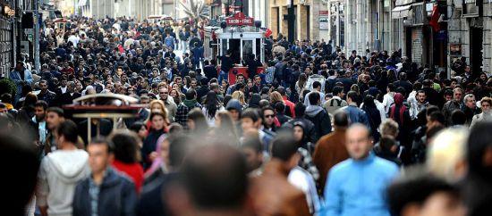 Türkiye'de 12 milyon 990 bin genç var. Genç nüfusun yüzde 51.2'si erkeklerden, yüzde 48.8'i ise, kadınlardan oluşuyor.