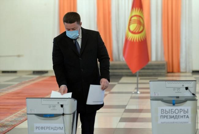 Kırgızistan'da halk yeni cumhurbaşkanını seçiyor