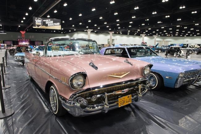 En Büyük Klasik Otomobil Fuarı Abdde Açıldı
