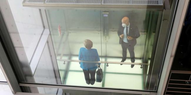 Avrupa'nın en güçlü liderlerinden biri olan Merkel, yabancı istihbarat örgütlerinin en önemli hedeflerinden.