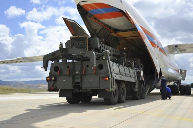Türkiye'nin Rusya'dan aldığı S-400 sistemi kargo uçaklarla Ankara'ya taşınmıştı.