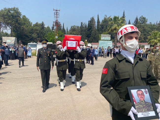 Şehit Sözleşmeli Er Mustafa Çalım son yolculuğuna uğurlandı