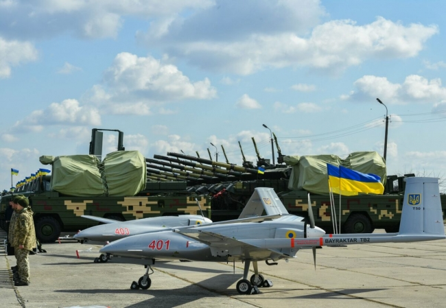 Ukrayna'nın satın aldığı Türk SİHA'larının olası bir savaş durumunda aktif rol oynaması bekleniyor.