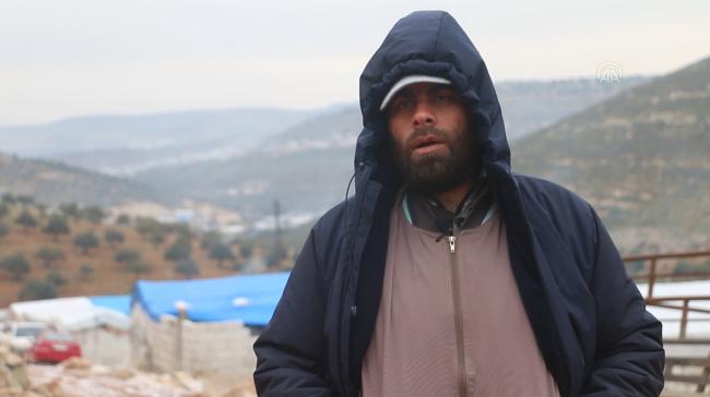 Esed rejimi ve destekçilerinin saldırılarından kaçıp Karmana kampına yerleşen Ahmet Cuma | Fotoğraf: AA