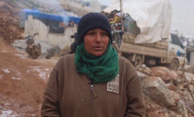 Esed rejimi ve destekçilerinin saldırılarından kaçıp Türkiye sınırındaki kampa sığınan Zehra Şeyh | Fotoğraf: AA