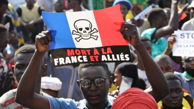 Mali'de Fransa karşıtı gösterilerden bir kare. Fotoğraf: AA