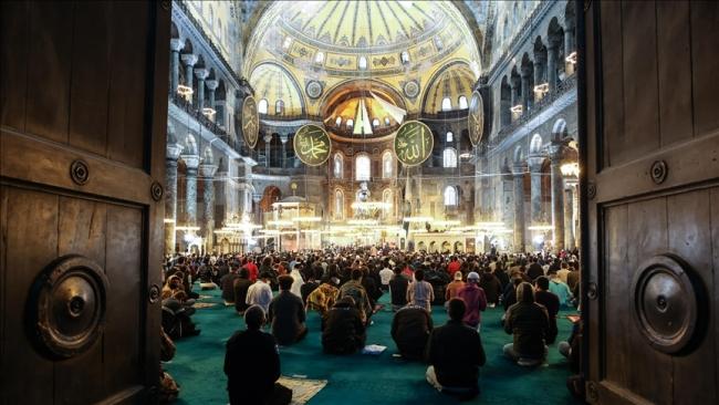 Ayasofya Camii ibadete açıldığı ilk yıl milyonları ağırladı