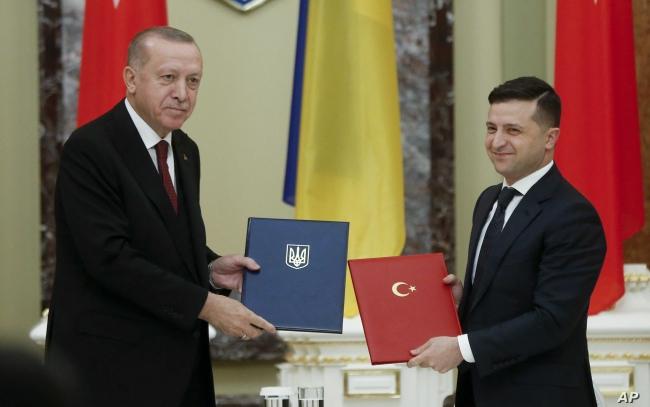 Cumhurbaşkanı Erdoğan, Ukraynalı mevkidaşı Zelenskiy ile. Foto: AP