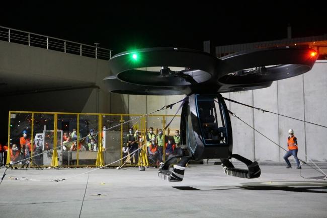 Türkiye'nin ilk uçan arabası CEZERİ ilk uçuş testinden başarıyla geçti