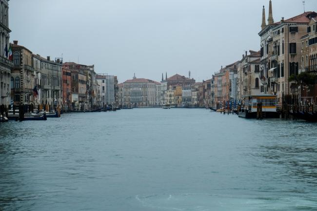 Koronavirüs salgını nedeniyle Venedik'teki turist sayısı bir hayli düştü, yoğunluğuyla meşhur kanallar da boş kaldı. Fotoğraf: Reuters