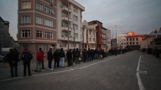 Sokakta yaşayanlara uzanan yardım eli