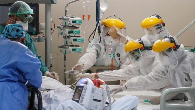 Doktor ve hemşireler pandemi döneminde ağırlıklı olarak covid ünitelerinde görev üstlendi. Foto: DHA