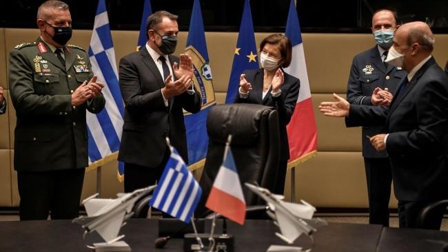 Yunanistan ve Fransa, geçtiğimiz günlerde 2,8 milyar Euro'luk savaş uçağı alımı konusunda anlaşmıştı.